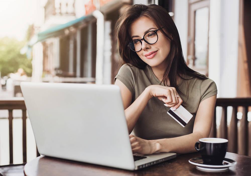 La mejor moda y la oportunidad de emprender un negocio a un solo clic de distancia